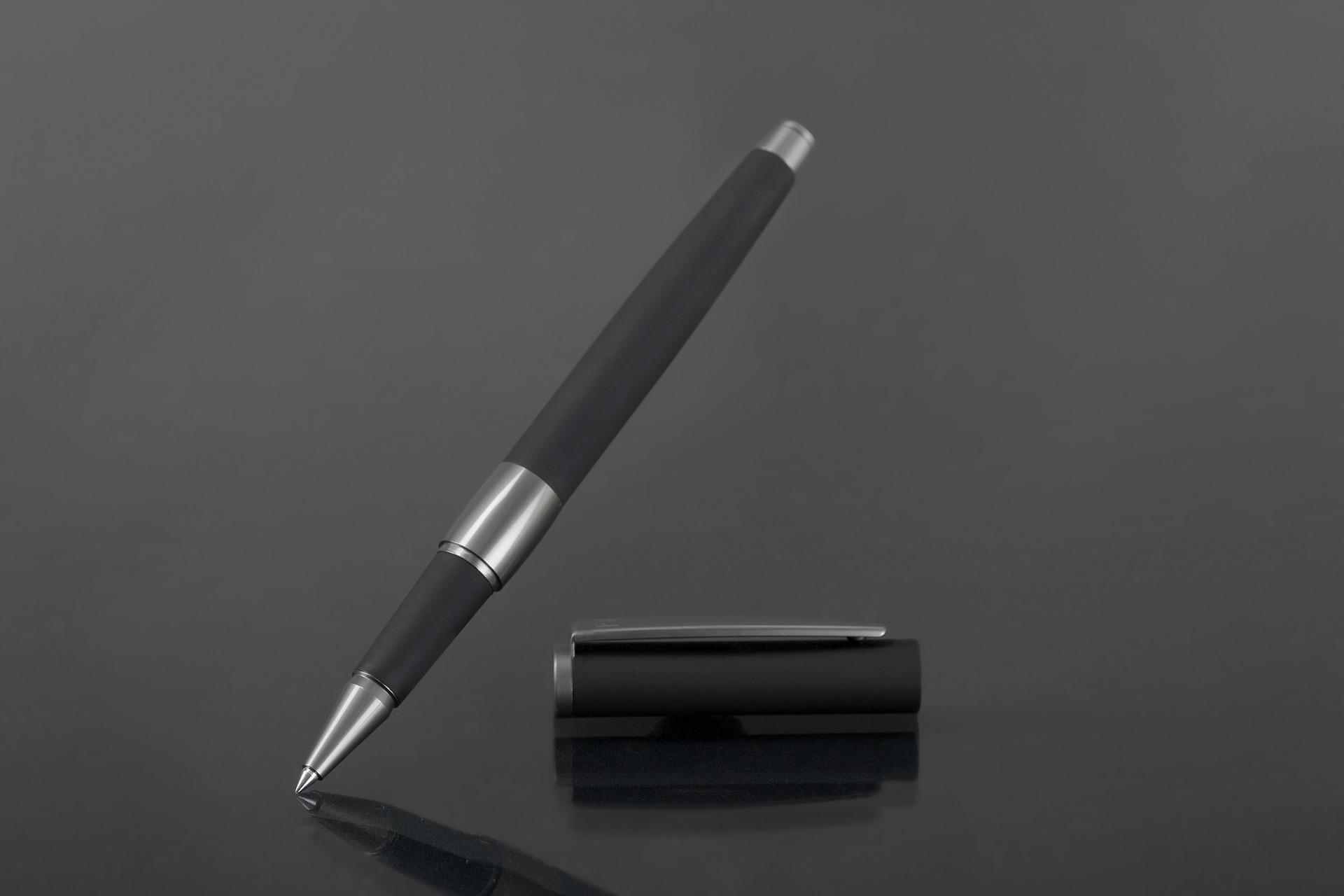 długopis z gumką do telefonu